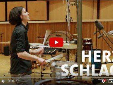 Leonie Klein am Schlagzeug